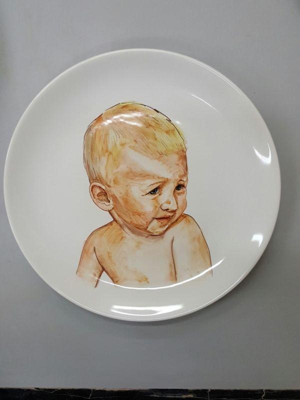 Керамический тарелка с декоративной росписью
