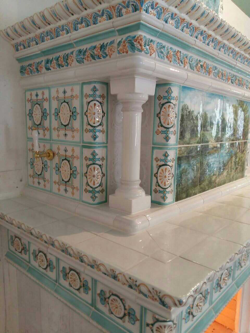 камин с росписью и позолотой 3